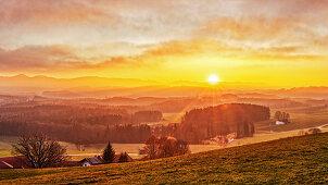 Sonnenuntergang vom Irschenberg, Bayern, Deutschland