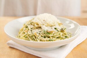 Pasta aglio e olio (pasta with garlic and olive oil)
