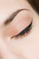 Auge mit aufgetragenem Eyeliner