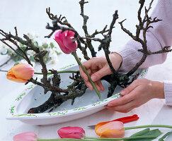 Tulpen - Apfelblüten - Gesteck