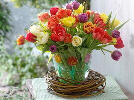 Tulpen auf Glasvase gemalt: 2/2