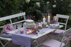 Abendterrasse : Tischdeko mit Windlichtern , Dahlia (Dahlien)