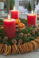 Duftender Adventskranz mit Ring aus Orangenscheiben