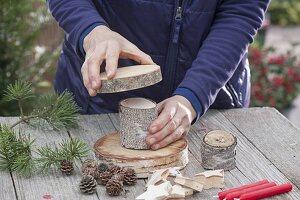 Aus Birkenstuecken selbstgebaute Weihnachts-Etagere