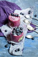 Smoothie pudding with tapioca, blueberries, and kiwi