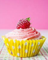Cupcakes with raspberry frosting and raspberries