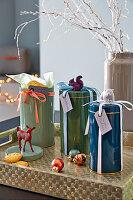 Blechdosen mit Tierfiguren als Verpackung für Kekse