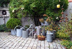 Herbst Arrangement im Innenhof