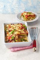 Maultaschen-Lasagne mit Tomatensugo und Basilikum