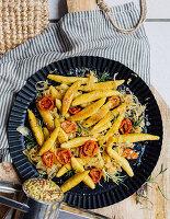 Schupfnudeln mit Sauerkraut und getrockneten Tomaten
