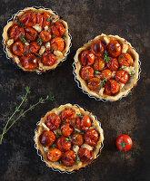 Tomaten-Tartelettes mit Ziegenfrischkäse
