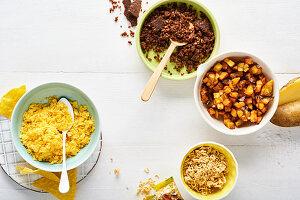 Toppings für Salate in Schälchen