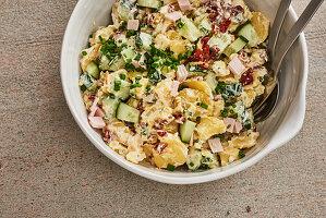 Kartoffel-Gurken-Salat mit Putenschinken