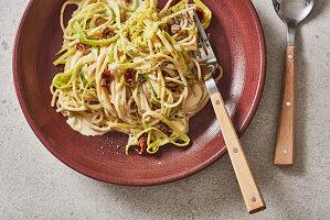 Spaghetti mit Veggie-Carbonara