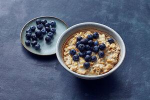 Protein-Porridge mit Erdnussmus (vegan)