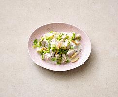 Geflügelsalat mit Birne und Joghurtdressing