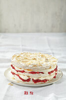 Baiser-Rhabarber-Torte mit Mandeln