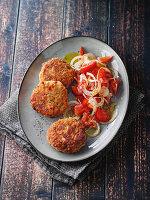 Champignon-Frikadellen mit Tomatensalat