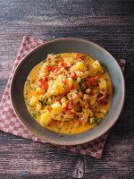 Schmorkraut mit Kartoffeln in pikanter Rahmsauce
