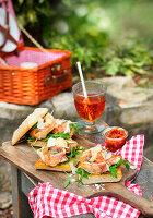 Saltimbocca-Sandwich mit Hähnchen und rohem Schinken