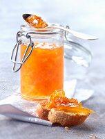 Rosa Grapefruitmarmelade mit Ingwer und Honig