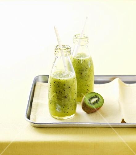 Kiwi juice in two glasses