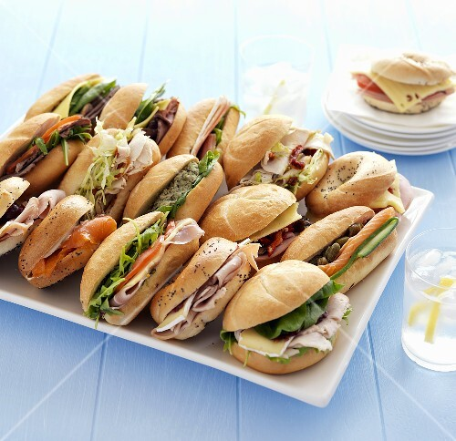 Assorted sandwiches (bread rolls and bagels)