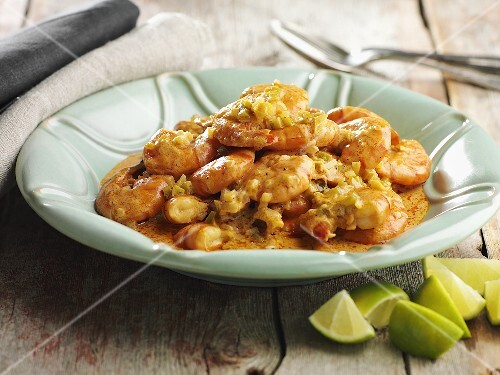 Scampi in curry sauce with limes