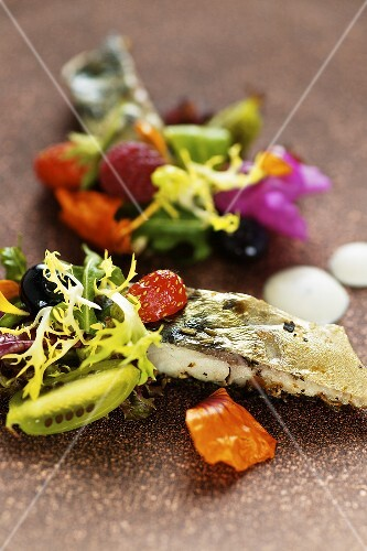Mixed leaf salad with berries, flowers and smoked mackerel