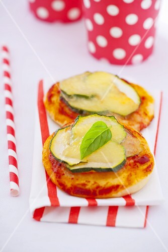 Mini-pizza with zucchini and basil