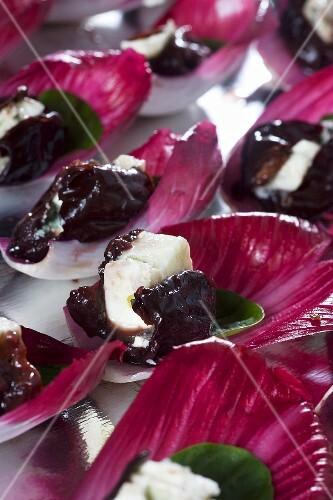 Roquefort with plums in radicchio leaves