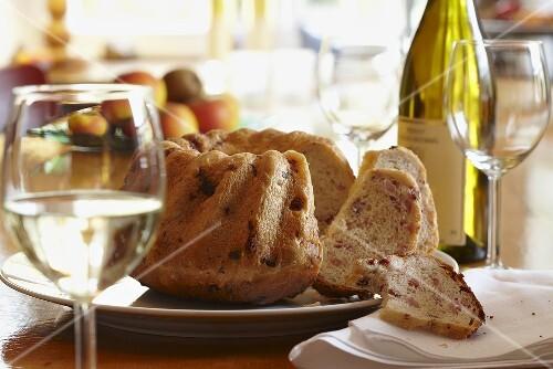 Speck-Gugelhupf (bacon ring cake) with white wine