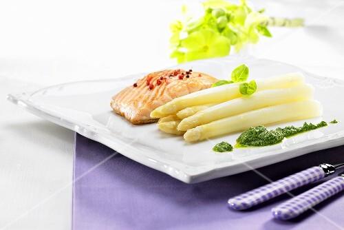 Salmon fillet with white asparagus