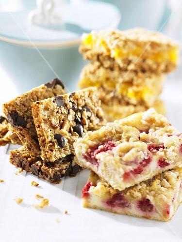 Various types of muesli bars and crumble cake