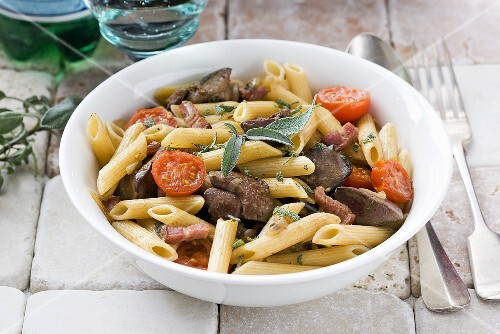 Penne with chicken liver, tomatoes and sage
