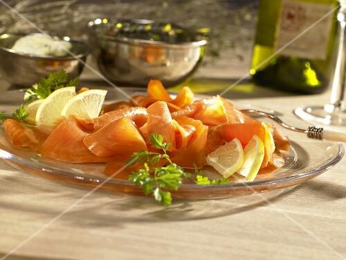 Smoked salmon with lemons