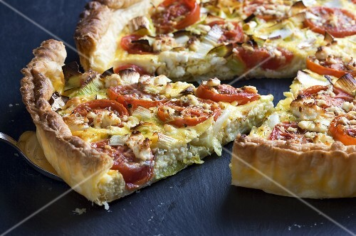 Tomato quiche with leek and feta, sliced