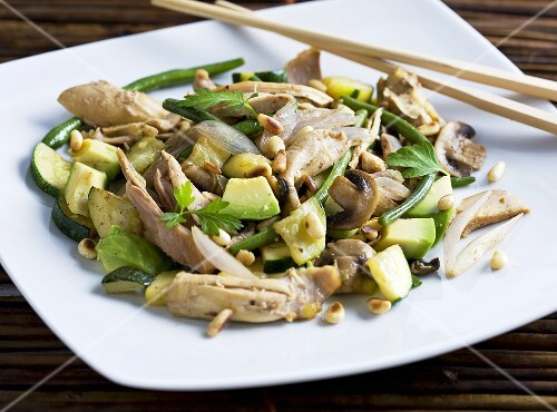Chicken fillet with avocado, courgette, shallots and pine nuts (Asia)