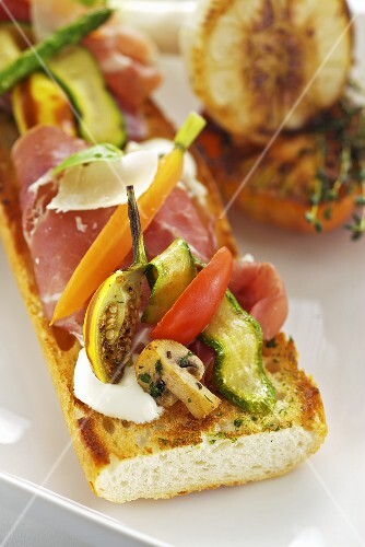 Baguette with ham, cheese and grilled vegetables