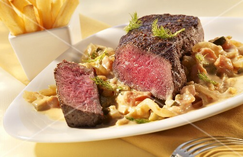 Pepper steak with a creamy fennel medley
