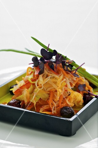 Horseradish and vegetable salad with sesame oil dressing and dates (Asia)