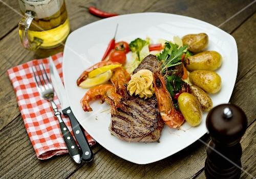 Rump steak with king prawns and vegetables