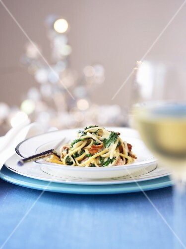 Whole wheat noodles in a cream of spinach sauce