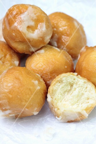 Fried dough balls with icing sugar