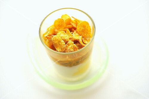 Yogurt with passion fruit and cornflakes