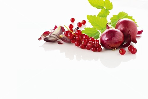 Red currants and onions