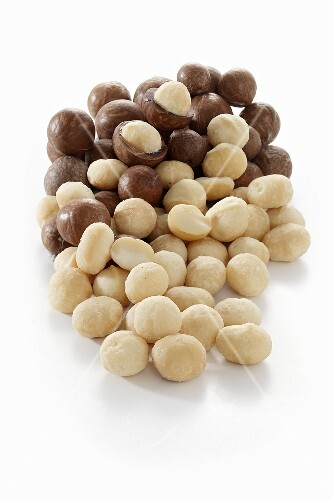 Macadamia nuts, with and without shells