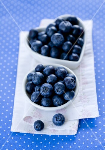 Fresh blueberries in a dish