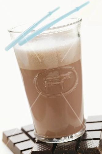 kakao mit milchschaum im glas auf bilder kaufen 922367 stockfood. Black Bedroom Furniture Sets. Home Design Ideas