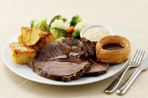 Roast beef, Yorkshire pudding, roast potatoes & vegetables